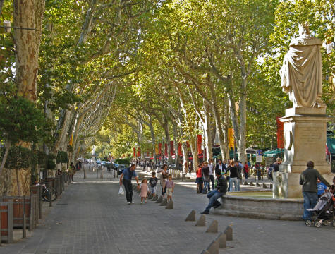 cours mirabeau chic tree lined street in aix en provence. Black Bedroom Furniture Sets. Home Design Ideas